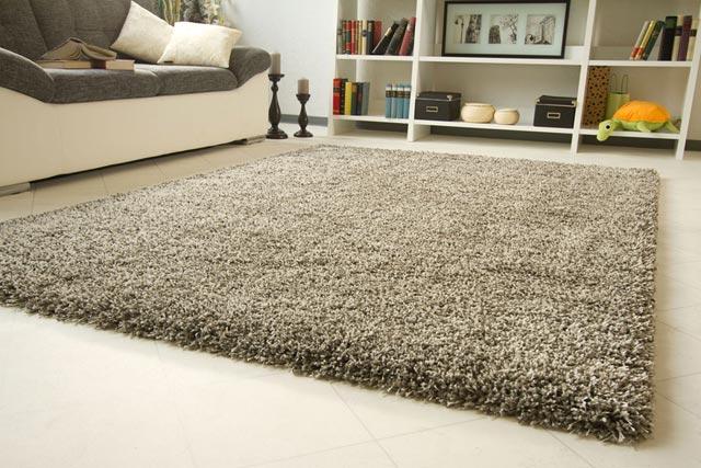 fjerne gulvtæppe rester